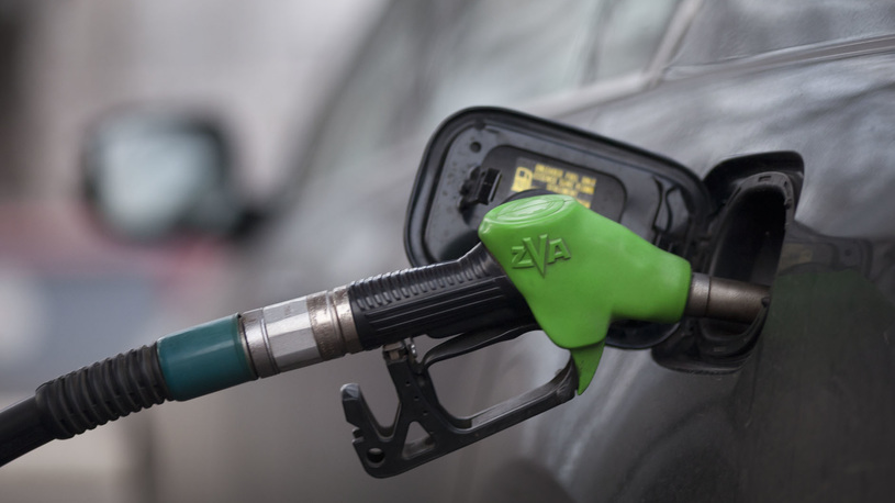 В Магадане бензин начали продавать по талонам