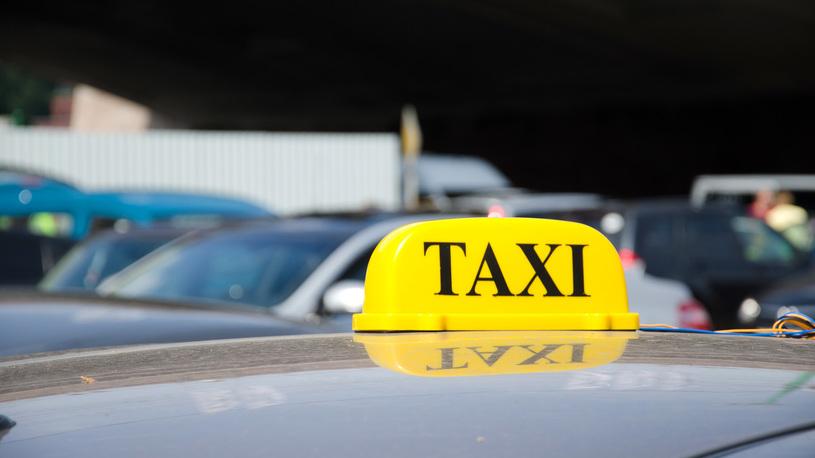 Пассажиров такси могут начать страховать