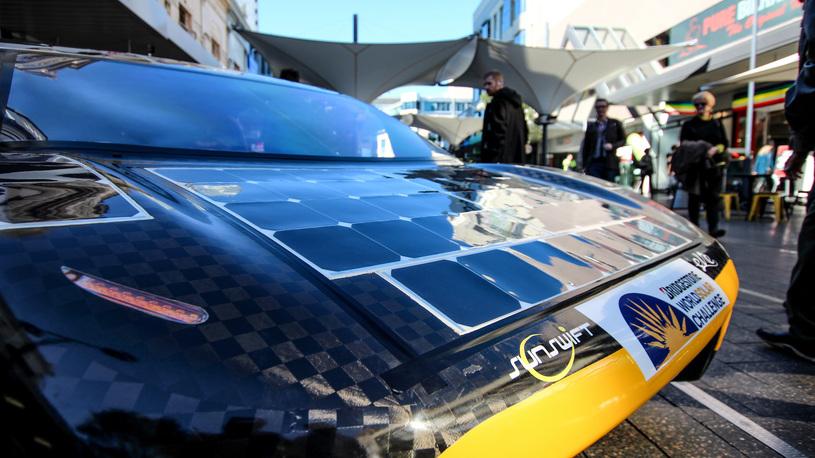 Мичиганский электрокар на солнечных батареях выиграл дождевую гонку