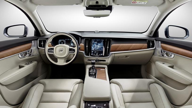 Volvo задерживает поставки модели S90 в Россию