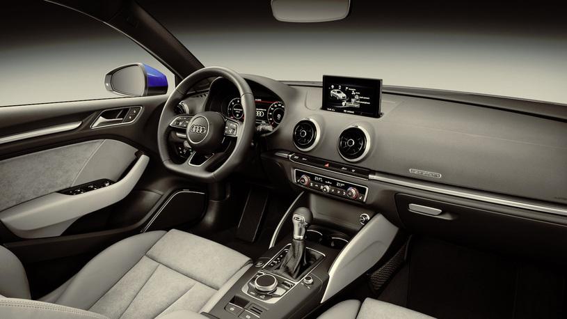 Российские дилеры Audi уже начали прием заказов на обновленные версии автомобиля