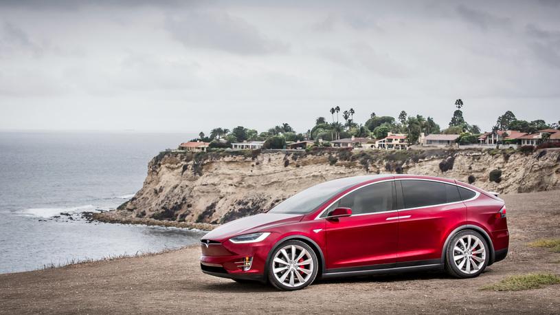 Компания Tesla объявила отзыв 53 000 автомобилей