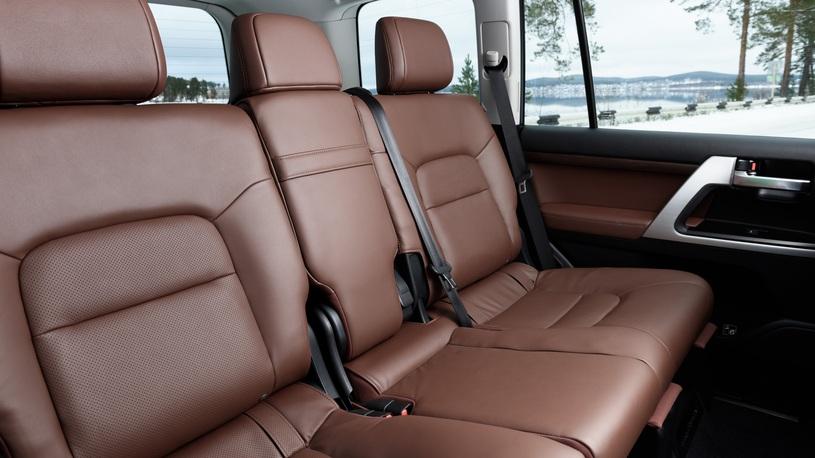 Тест-драйв Toyota LC 200: все, что вы хотели узнать об обновленном японце