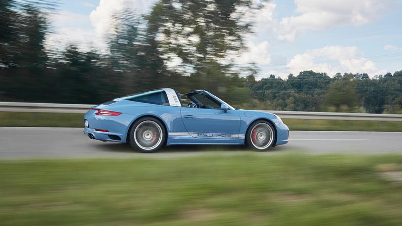 В Porsche искусственно состарили модель 911 Targa