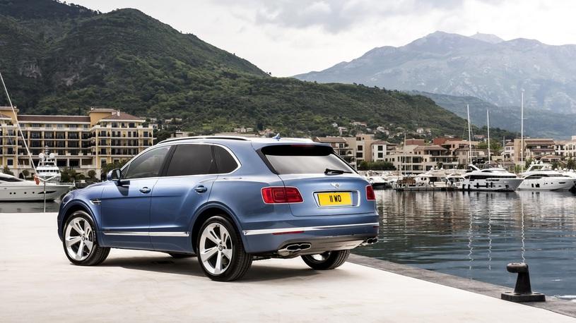 Названы сроки появление дизельной Bentley Bentayga в России