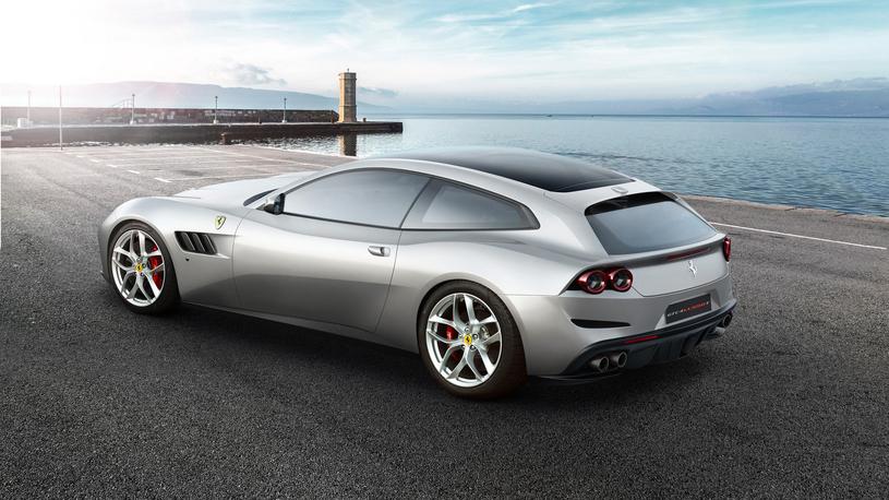 У Ferrari впервые появился четырехместный суперкар с турбомотором