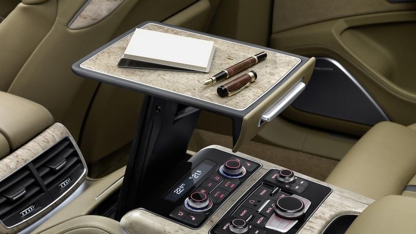 Посчитали-прослезились: складной столик для задних пассажиров Audi A8 L