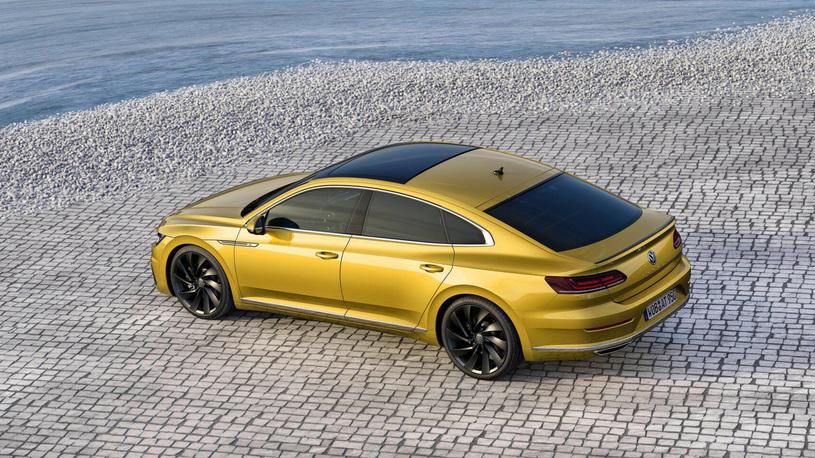 Компания Volkswagen рассекретила новый фастбэк Arteon