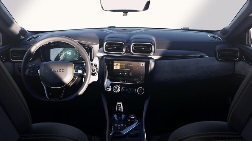 Премиальный бренд отGeely и Volvo представил свой первый седан class=