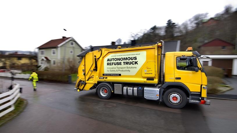 Volvo вывела на испытания беспилотный мусоросборщик