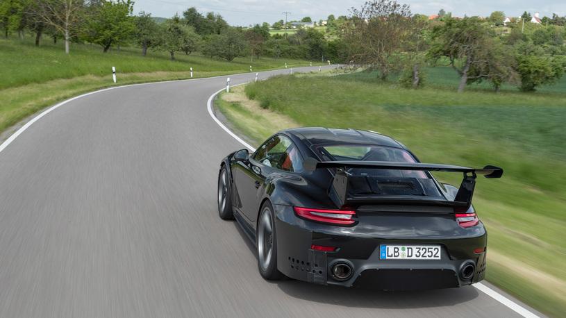 Первые официальные характеристики Порше 911 GT2 RS