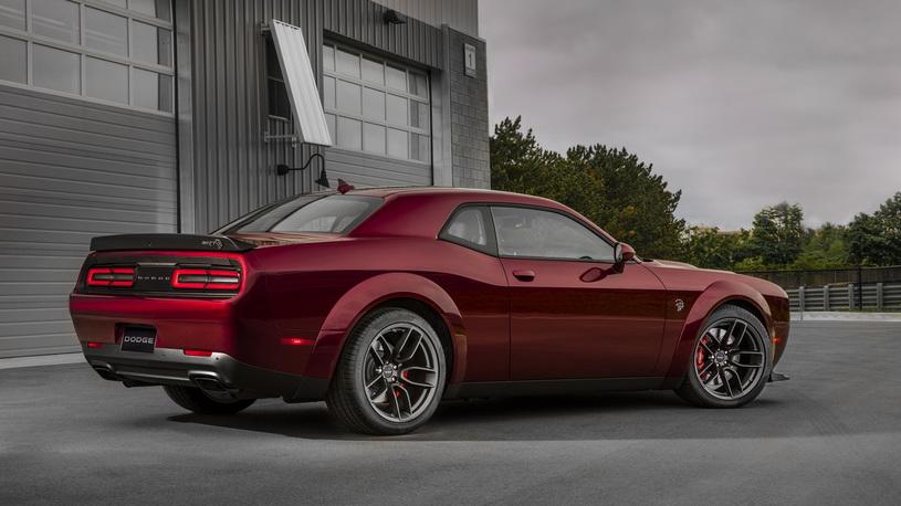 Dodge Challenger SRT Hellcat сделали шире и скорее вразгоне