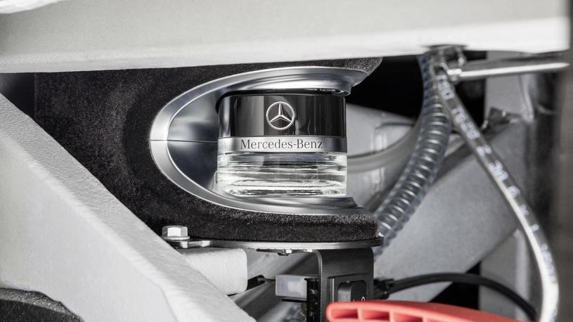 Daimler создал двухэтажный автобус имеющий динамику хот-хэтча
