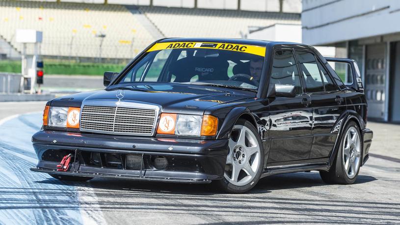 В Mercedes-Benz заново построили старинный гоночный седан