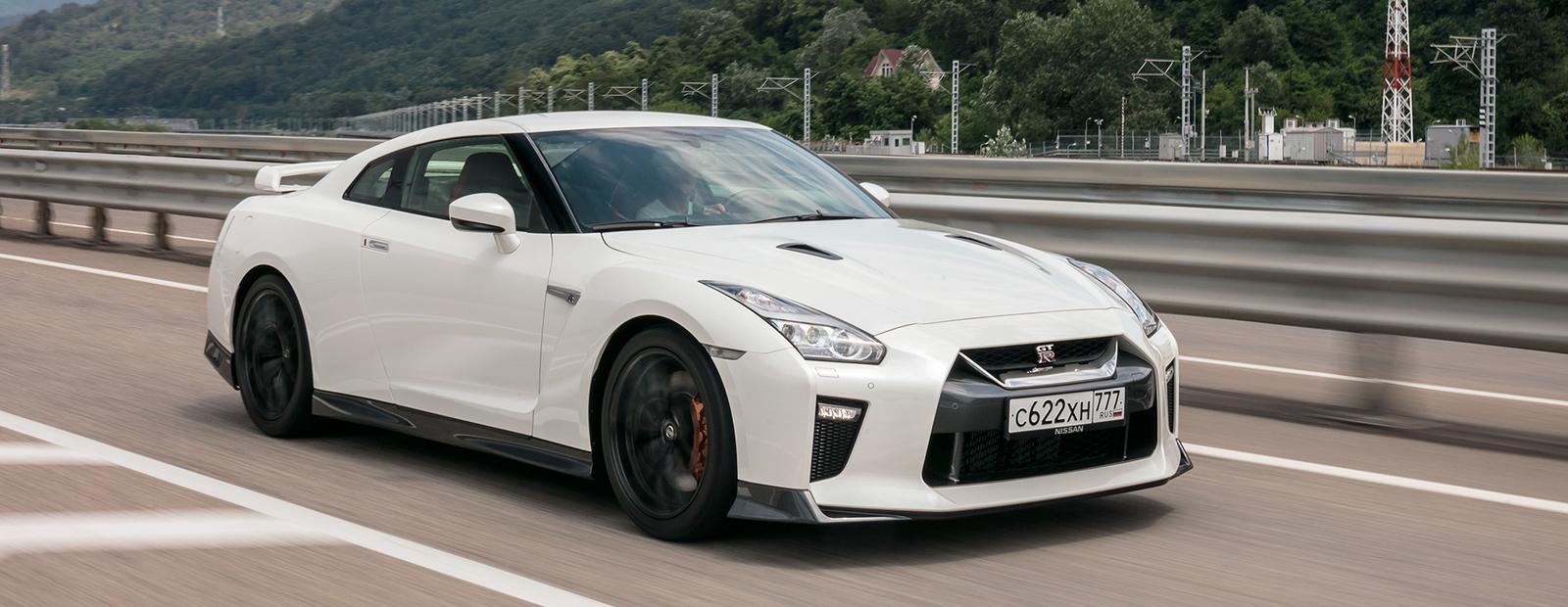 """Тест-драйв обновленного Nissan GT-R: """"Годзилла"""" с ошейником"""