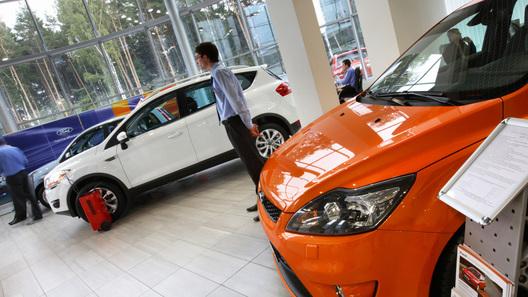 Продажи легковых автомобилей в России сократились за полгода почти на 15%