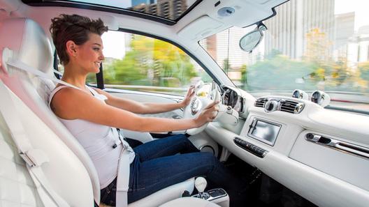 Женщин признали неменее аварийными водителями