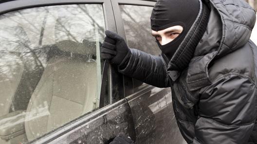 Автодилеры просят страховых агентов чинить машины только наофициальных станциях