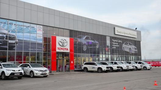 «Автостат»: Тойота  осталась лидером повыручке на русском  рынке