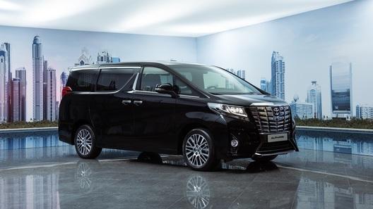 Toyota представила московской публике новое поколение Alphard