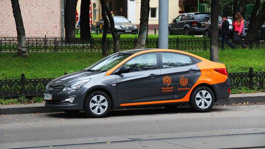«Делимобиль»: Владелец сети московского такси пытался разобрать машину каршеринга на детали