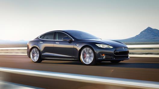 Власти ФРГ обратились кводителям Tesla