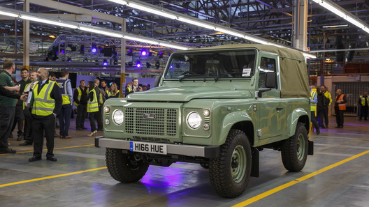 Land Rover попрощался со своим легендарным внедорожником