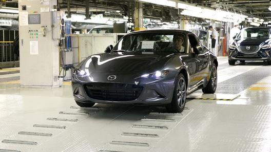 Mazda начала выпуск родстера MX-5 RF