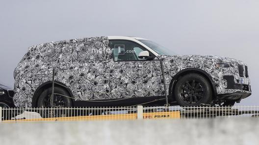 Семиместный кроссовер BMW X7 впервые запечатлели нафото