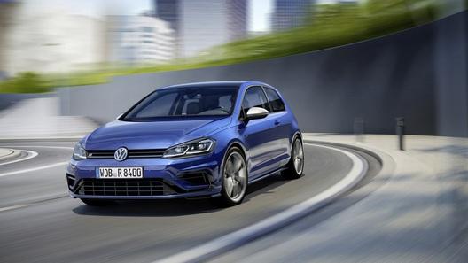 Автомобильная компания Фольксваген начала продажи обновлённой модели Golf вевропейских странах