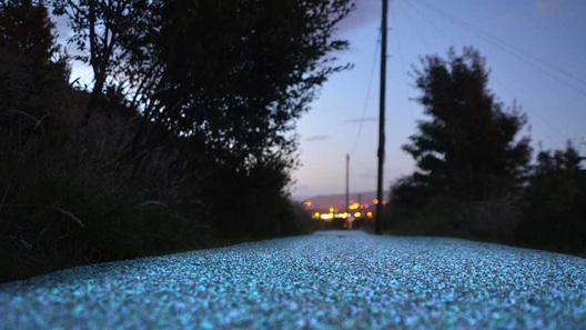 Светящееся дорожное покрытие хотят тестировать в Российской Федерации