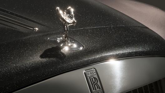 Роллс Ройс начал подмешивать вкраску драгоценные камни— Бриллиантовый дым