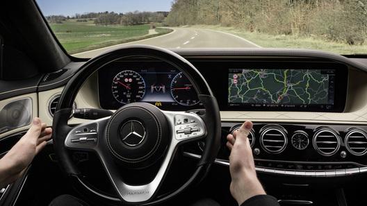 Улучшенный Мерседес Бенс S-Class получит функцию беспилотного управления