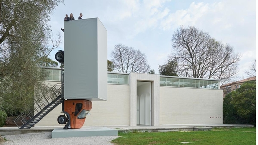Русский грузовой автомобиль стал экспонатом выставки современного искусства вВенеции