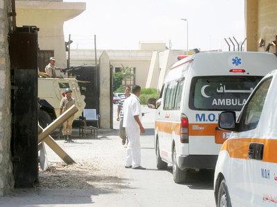Египетские спасатели извлекли из самолета 100 тел погибших