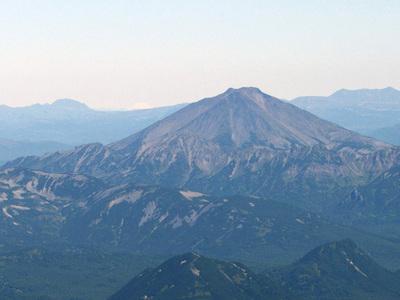 Вулкан Жупановский проснулся после двух месяцев тишины