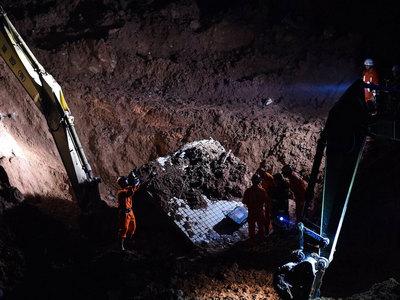 Оползень в Китае: многие люди успели убежать от цунами грязи
