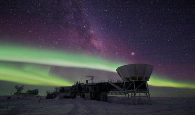 Радиотелескоп на Южном полюсе, с помощью которого астрофизики открыли возможный след гравитационных волн (фото NSF).