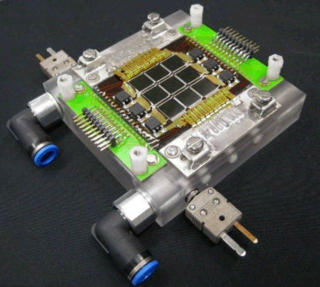 Каждый чип способен генерировать до 57 ватт электроэнергии при работе в течение одного солнечного дня (фото Airlight Energy/IBM).