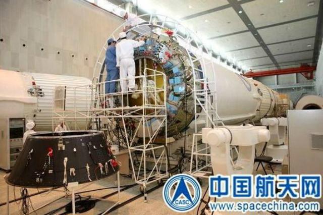 Подготовка к лунной миссии (фото с сайта spacechina.com).