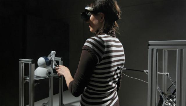 Если ощущаете рядом призрака, вспомните, не находитесь ли вы в лаборатории робототехников (фото Alain Herzog/EPFL).