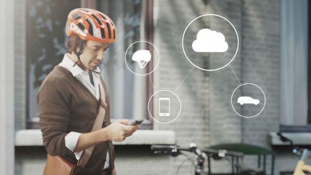 Новый шлем проследит за безопасностью движения прежде всего велосипедистов (иллюстрация Volvo).