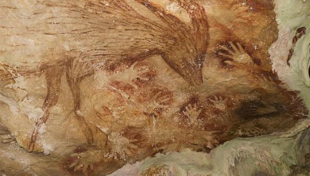 Наскальные рисунки из Индонезийской пещеры (фото Maxime Aubert, Griffith University, Australia).