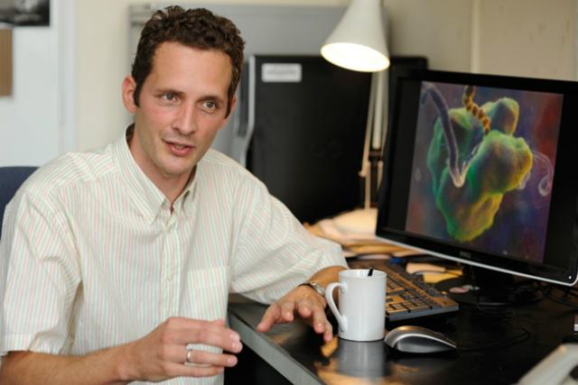 Биолог Сьорс Щерес, изучающий молекулярные механизмы клеток (фото MRC LMB).