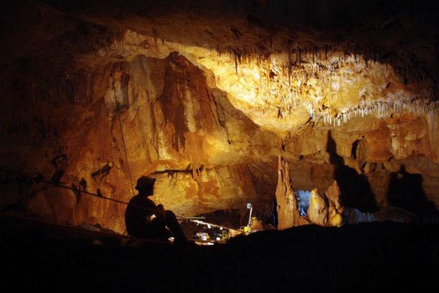 Раскопки в пещере Манот ведутся и по сей день (фото Amos Frumkin/Hebrew University Cave Research Center).