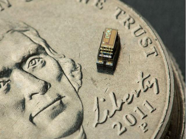 Система может выполнять функцию крошеного автономного датчика (фото Martin Vloet/University of Michigan).