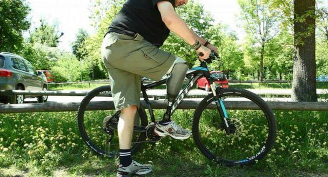 Протез позволил Ранггеру вернуться к полноценной жизни: теперь он может даже ездить на велосипеде (фото University of Applied Sciences Upper Austria).