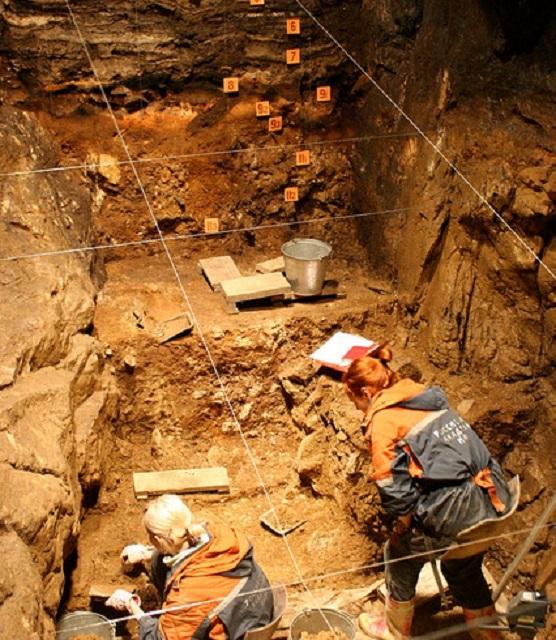 Раскопки показали, что пещера в разное время использовалась тремя различными видами людей (фото John Hawks/Flickr.com).