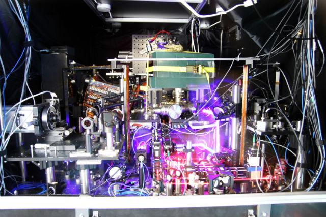 В этом году физики максимально точно определили массу электрона