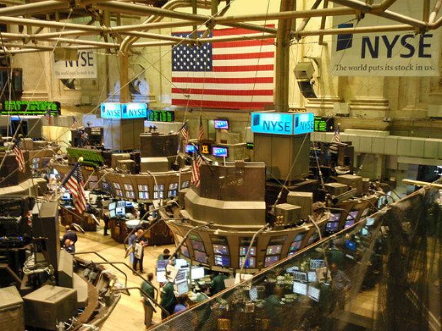 Обвал цен на бирже можно предсказать по поисковым запросам (фото Wikimedia Commons).